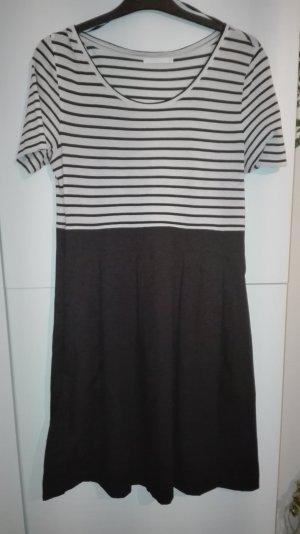 Streifen Kleid gestreift schwarz weiß COS