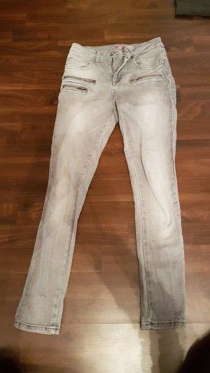 Stretch Jeans Hellgrau / Suzanna / Gr. 34 -  Po formend NP 89Euro