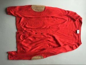 Strick-Jäckchen rot mit Ellenbogen-Patches und Knopfreihe