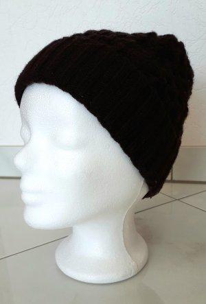Chapeau en tricot brun foncé