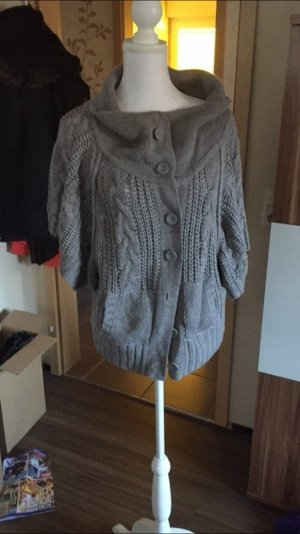 Strick Poncho in grau