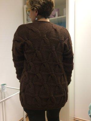 Strickender Cardigan / Pullover HANDWERK