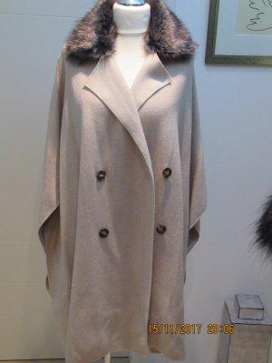 Strickhuelle Strickponcho  Mantel von Zara Knit in nude in M passend fuer alle Groessen Strickponcho, Cape mit Fake Fur