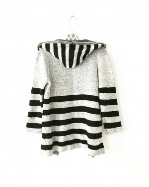 strickjacke / cardigan / vintage / gestreift / grau / schwarz / boho / hippie / hoodie