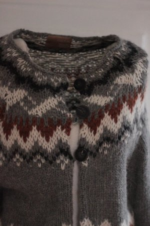 Strickjacke der Marke CULTURE