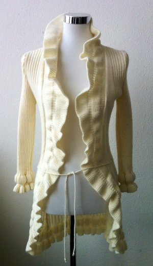 Strickjacke mit Volants