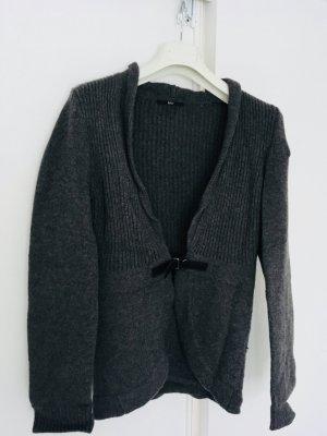 Strickjacke von Hugo Boss, zu schließen über einen Lederverschluss, grob Strick, Größe 38