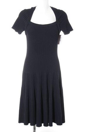 Abito di maglia blu scuro modello web stile casual