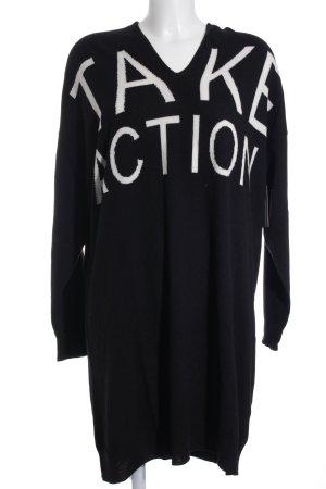 Strickkleid schwarz-weiß Schriftzug gestickt Casual-Look