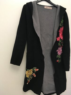 Strickmantel mit Blumen