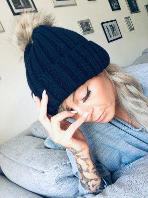 Sombrero de punto azul oscuro-marrón claro