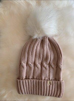 Sombrero de punto rosa empolvado
