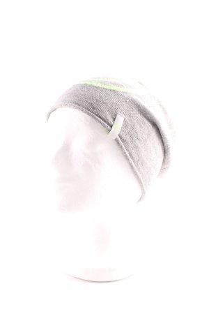 Chapeau en tricot gris style décontracté