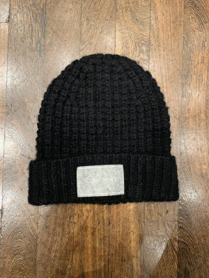Calvin Klein Chapeau en tricot noir