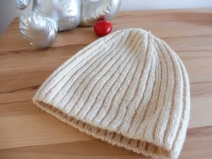 H&M Knitted Hat cream