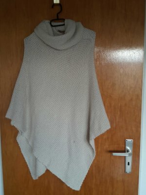 Strickponcho in Creme