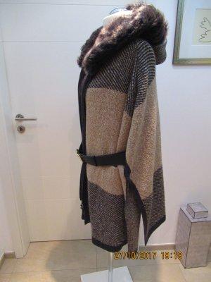Strickponcho von Zara Knit, passt fuer alle Groessen , ohne Guertel, in M