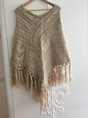 Strickponchos in Creme