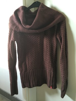 Strickpullover in Weinrot