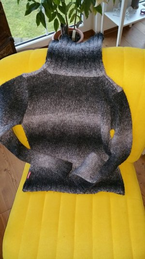 Strickpullover mit Rollkragen von Flash Lights