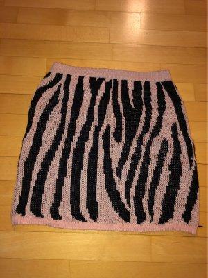 Gonna lavorata a maglia nero-rosa antico