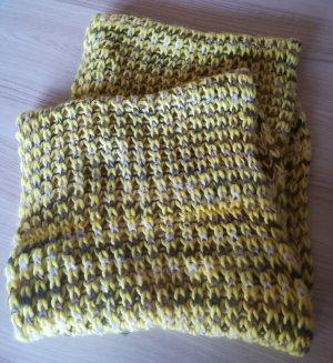 Écharpe en tricot gris clair-jaune
