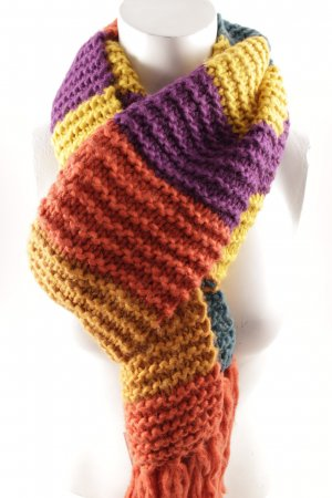 Knitted Scarf color blocking casual look
