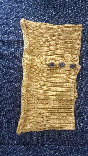Écharpe en tricot ocre