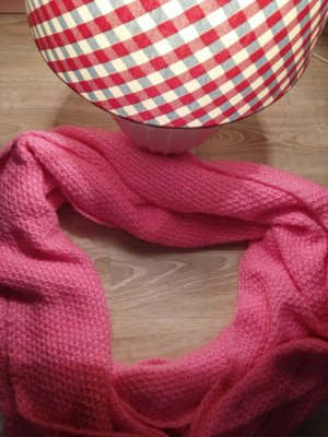 Strickschal in  pink