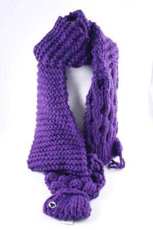 Sciarpa lavorata a maglia lilla soffice