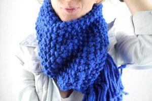 Sciarpa lavorata a maglia blu Fibra sintetica