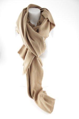 Bufanda de punto marrón arena look casual