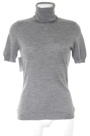 Camisa tejida gris look casual