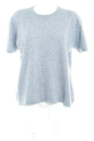 Camisa tejida gris moteado look casual