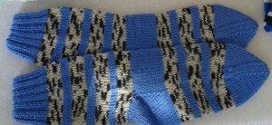 Chapeau en tricot bleu-blanc