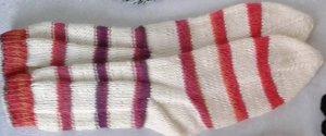 Chapeau en tricot blanc-rouge fluo