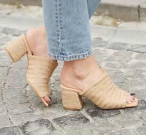 Stroh sandalen