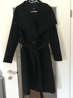 Strukturierter schwarzer Mantel