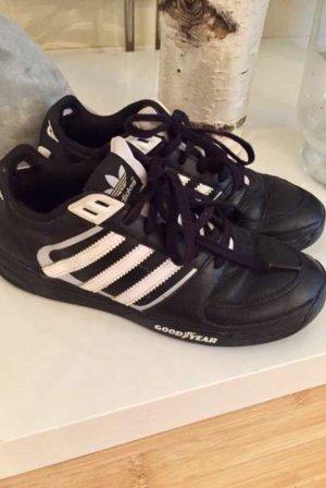 Stylische Adidas Goodyear Sneaker