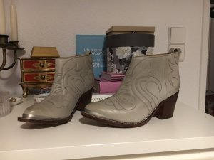 Stylische Ankle Boots rockiger Western Look