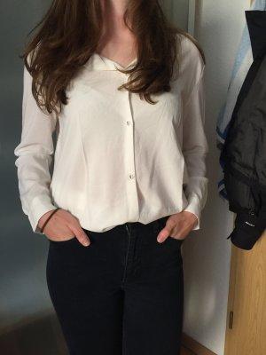 stylische Bluse von Weekday in creme-farben, weiter Schnitt Größe XS passt 36-38