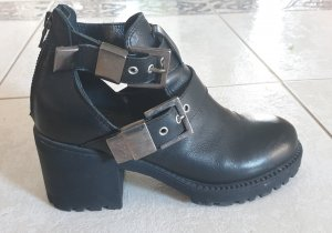 Stivaletto cut out nero