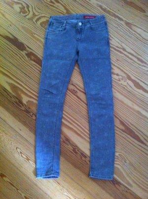 Stylische denim Jeans mit Sternchen hellgrau
