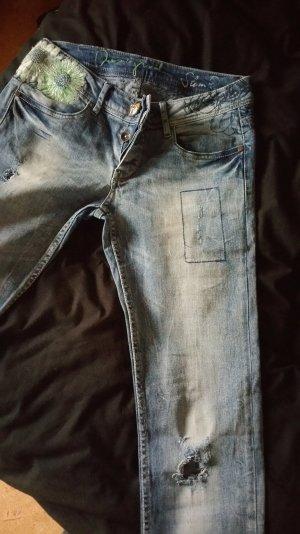 stylische Destroyed Jeans von Desigual