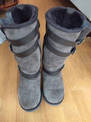 Stylische EMU's mit Lederbändern