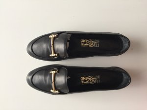 Stylische Ferragamo Loafer in schwarz