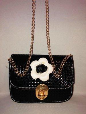 Stylische Handtasche in Farbe Schwarz Lack  Rosen Kette Neu