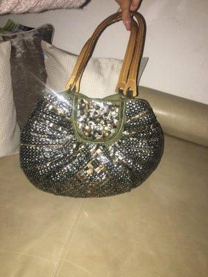 Stylische Handtasche mit Nieten