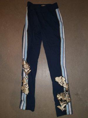 Stylische Hose im angesagten Jogginghose-Style mit Stickereien