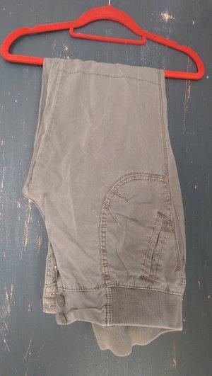Stylische Jeans in olivgrün